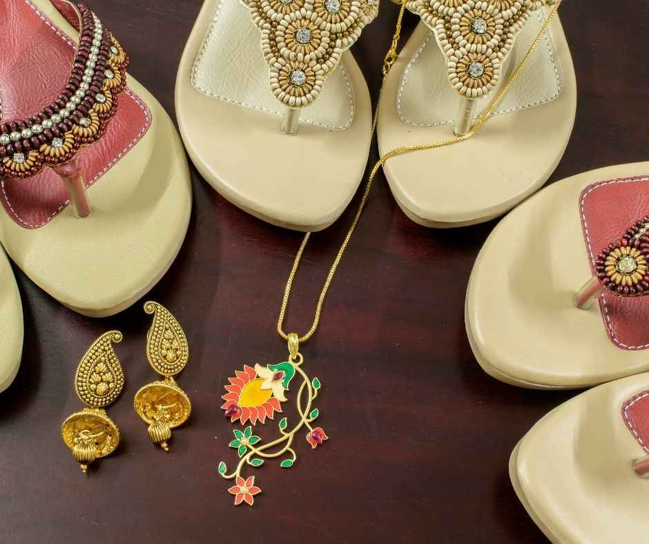 Gift-Ideas-for-her-Ethnic Wear or Ethnic Accessories (1)